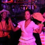 cubana bailando